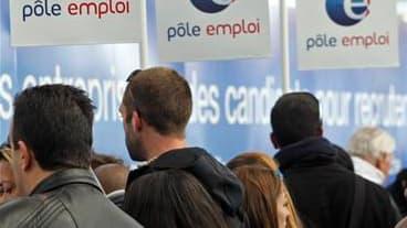 Nicolas Sarkozy a annoncé jeudi un accord de principe pour une aide exceptionnelle aux chômeurs en fin de droits dont il a estimé le nombre à 360.000. /Photo d'archives/REUTERS/Jean-Paul Pélissier