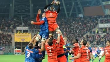 Les droits du top 14 de rugby restent finalement dans l'escarcelle de Canal Plus.