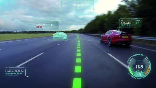 Le prototype de Jaguar permet d'incruster dans le pare-brise une ligne pointillée qui correspond à la trajectoire optimale pour emprunter un virage.