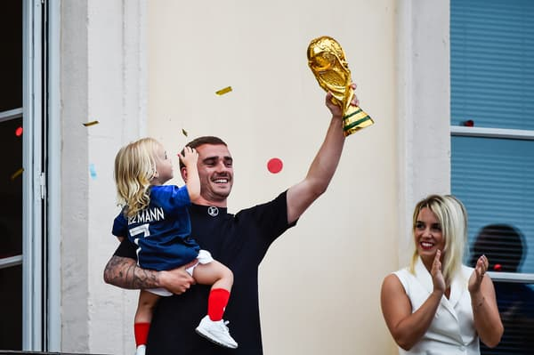 Antoine Griezmann avec fille et sa compagne en 2018