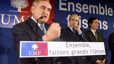 Jean-Pierre Raffarin, à l'époque Premier ministre, Alain Juppé et le centriste Philippe Douste-Blazy, le 17 décembre 2002