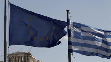 Tous les éléments sont réunis pour que les ministres des Finances de la zone euro approuvent ce lundi un deuxième plan d'aide à la Grèce, selon le ministre français du Budget, François Baroin. /Photo d'archives/REUTERS/John Kolesidis