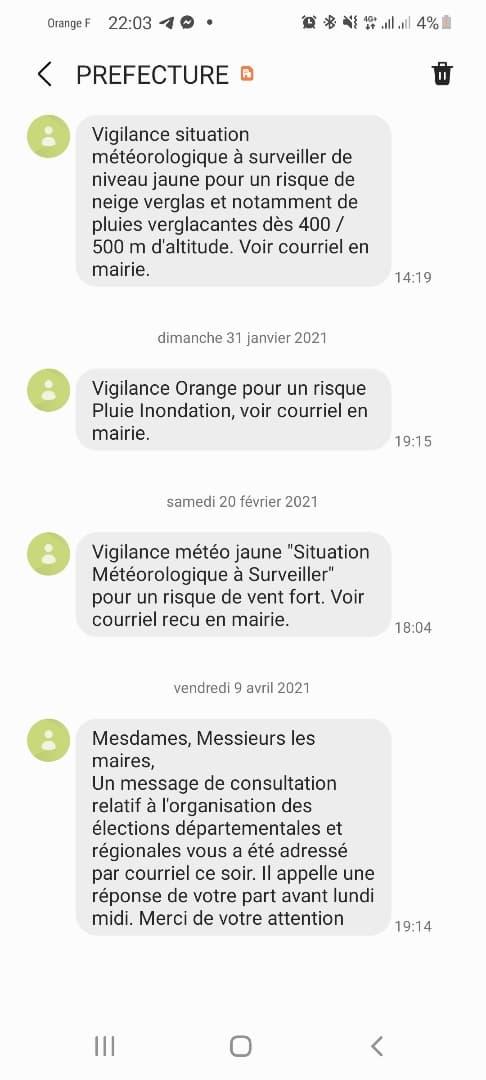 Le SMS envoyé par la préfecture pour appeler les maires du département à répondre au mail du gouvernement. À comparer avec ceux du dessus.