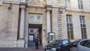 Vue de la façade de la direction régionale de la police judiciaire de Versailles
