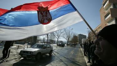 Un drapeau serbe (photo d'illustration)