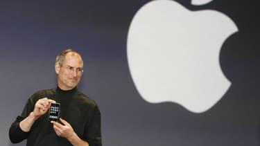 Comme il l'avait faire pour le téléphone portable, Steve Jobs rêvait de réinventer la voiture.