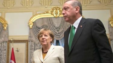 La chancelière allemande Angela Merkel et le président turc Recep Tayyip Erdogan lors d'une réunion sur la crise des migrants le 18 octobre 2015 à Istanbul.