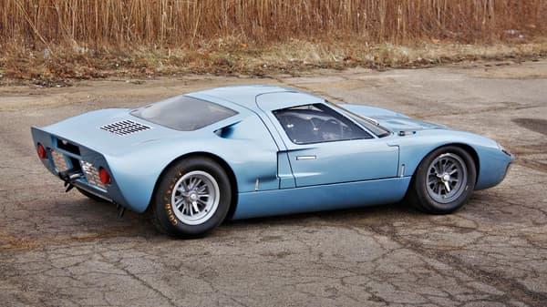 La dernière révision de cette GT40 date de 2009, au menu: refonte du moteur, des suspensions ... et de la peinture.