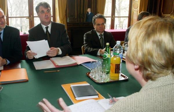 Cet ancien ministre de la Fonction publique (2002-2004) a piloté la réforme des retraites des fonctionnaires, réussissant à ramener les syndicats autour de la table après plusieurs mois de conflit.