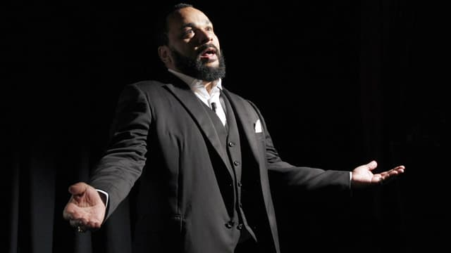Dieudonné au théâtre de la Main d'Or en 2012.