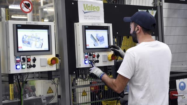 L'automobile est le secteur le plus actif en R&D. Ici, une ligne de montage chez l'équipementier Valeo, champion des dépôts de brevets l'an dernier, en novembre 2018.