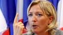 """Marine Le Pen s'est lancée dans la campagne pour la succession de son père, avec l'idée de faire du Front national une """"machine de guerre"""" pour conquérir le pouvoir en 2012. L'héritière désignée par Jean-Marie Le Pen part favorite du duel l'opposant à Bru"""