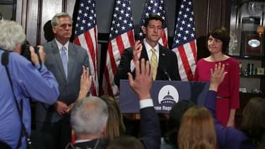 Kevin McCarthy (à gauche) et Paul Ryan (au centre).