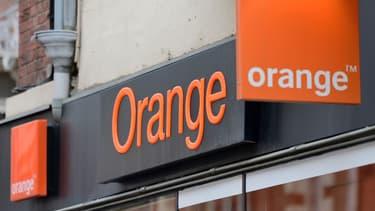 Alors que les agences bancaires sont vides, les boutiques Orange sont pleines, remarque un expert.