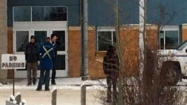 """Cinq personnes ont été tuées et deux autres ont été """"gravement blessées"""" vendredi au Canada au cours d'une fusillade"""