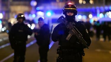 Les forces de l'ordre dans le quartier du Neudorf à Strasbourg ce jeudi soir.