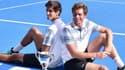 Pierre-Hugues Herbert (à gauche) et Nicolas Mahut tout sourire après leur victoire à l'Open d'Australie