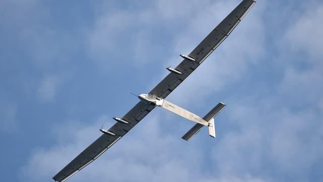 Solar Impulse 2 survole San Francisco le 23 avril 2016.