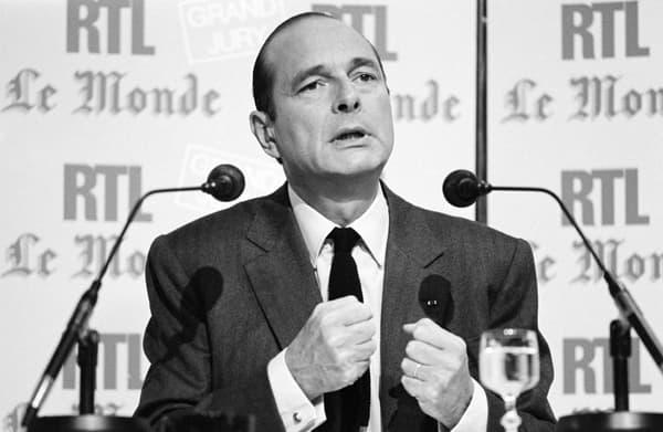 Très tôt dans la cohabitation, Jacques Chirac a commencé à subir l'usure du pouvoir (ici le Premier ministre invité du Grand Jury le 14 septembre 1986)