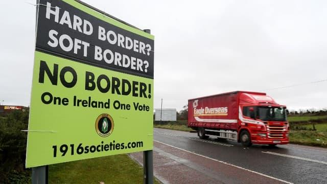 Panneau publicitaire contre le rétablissement d'une frontière physique entre l'Irlande et la province britannique d'Irlande du Nord, le 14 novembre 2018.