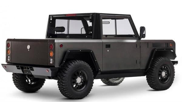 Le Bollinger B1 se veut rustique, mais aussi pratique, avec la possibilité de le transformer en modèle presque pick-up.
