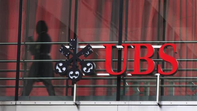 """Un ancien directeur général de la filiale française d'UBS, Patrick de Fayet, a été mis en examen pour """"complicité de démarchage illicite"""" dans l'enquête sur des soupçons de fraude fiscale de la banque suisse. /Photo prise le 13 novembre 2012/REUTERS/Micha"""