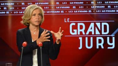 """""""La crise économique sera très dure, particulièrement en Île-de-France. Nous avons du tourisme, nous avons des industries qui sont particulièrement touchées: l'aéronautique, l'automobile"""" a averti Valérie Pécresse, présidente de la région île-de-France."""