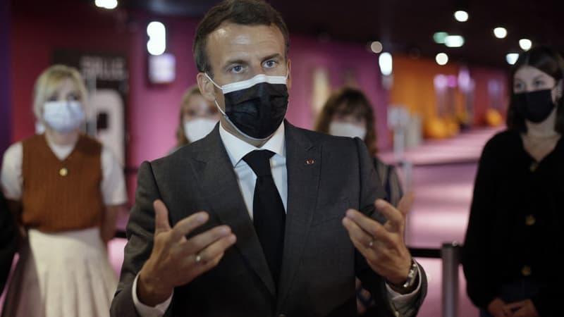 """Macron """"confiant"""" pour la France malgré ces temps """"de grandes peurs"""", qu'il compare au Moyen-Âge"""