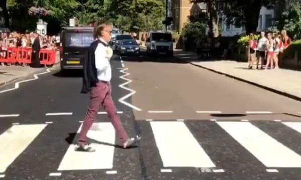 Mary McCartney a immortalisé en vidéo la traversée de son père sur le passage piéton d'Abbey Road
