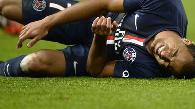 Lucas, ici à terre, a, comme tous les autres joueurs du PSG, des préférences au sein du staff médical de son club.