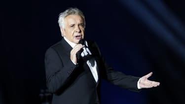 Michel Sardou le 12 décembre 2012 lors d'un concert à Paris