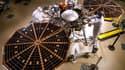 Des techniciens travaillent dans une salle blanche de Lockheed Martin Space Systems, à Denver.