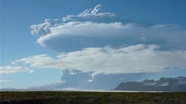 Le principal aéroport d'Islande a été fermé dimanche en raison de l'éruption du volcan Grimsvotn. /Photo prise le 21 mai 2011/REUTERS/Gudmundur Ogmundsson