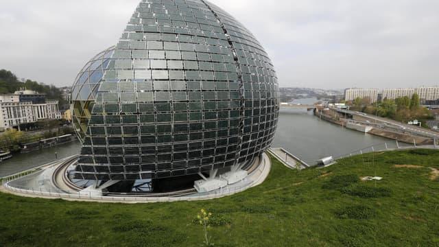 """""""La Seine Musicale"""" a été imaginée par les architectes Shigeru Ban et Jean de Gastine, sur l'Ile Seguin à Boulogne-Billancourt."""