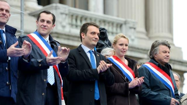 Steeve Briois, Nicolas Bay, Florian Philippot, Marion Maréchal-Le Pen et Gilbert Collard en 2013 lors d'un rassemblement en mémoie de Jeanne d'Arc.