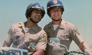 Erik Estrada et Larry Wilcox dans Chips.
