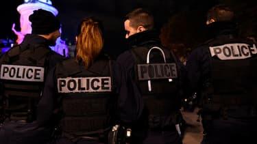 Des policiers manifestent sur la place de la République à Paris, le 19 octobre 2016.