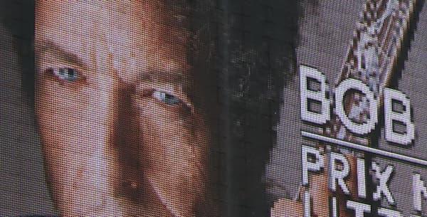 """Un panneau d'affichage """"Bob Dylan prix Nobel de littérature"""" au stade Mayol de Toulon."""