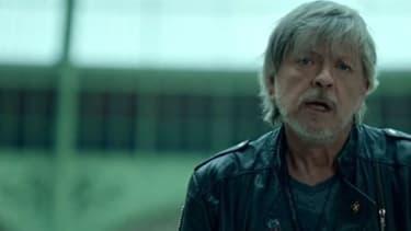 """Le chanteur Renaud dans le clip """"Toujours debout"""""""