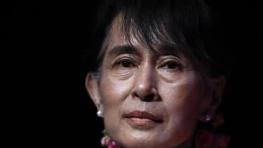 La triomphale tournée européenne de l'opposante Aung San Suu Kyi passe cette semaine par Paris, où une réception digne d'un chef d'Etat sera réservée à la lauréate du prix Nobel de la paix, qui restera quatre jours en France. /Photo prise le 22 juin 2012/