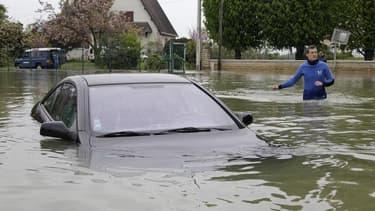 A Buchères, près de Troyes, mercredi. Manuel Valls a annoncé vendredi le classement en situation de catastrophe naturelle des territoires de l'Aube inondés à la suite de fortes crues. Le département est toujours placé en vigilance orange en raison de crue