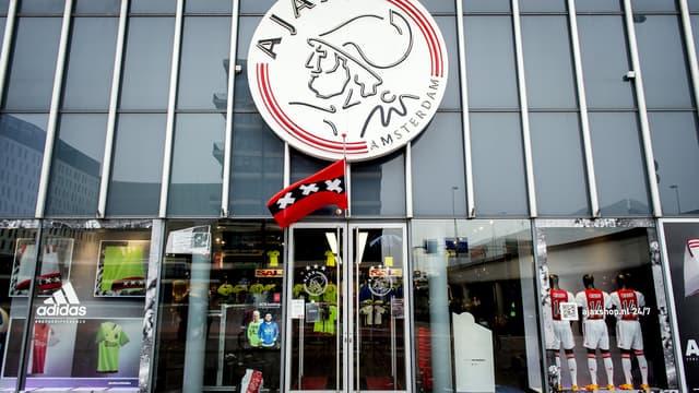 Alors que le drapeau de l'Ajax était en berne jeudi à Amsterdam, les traders néerlandais rendaient un sympathique hommage boursier à Johan Cruyff sur les marchés.