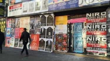La mairie de Paris augmente les tarifs de ses interventions de nettoyage contre la publicité sauvage.