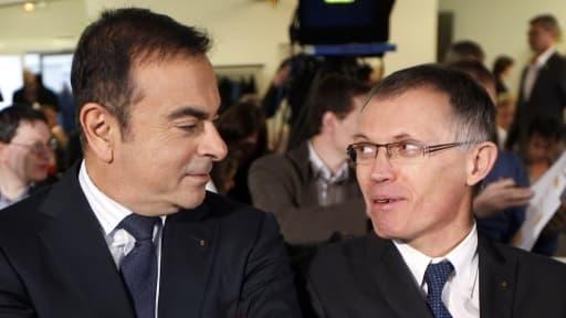 Après 32 ans passés chez Renault, Carlos Tavares (à droite) applique, chez PSA, des méthodes empruntées à Carlos Ghosn (à gauche).