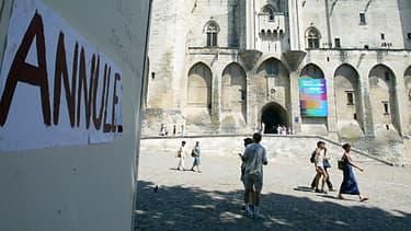Le Palais des Papes, lors de l'annulation du Festival d'Avignon en 2003 lors d'un précédent mouvement social
