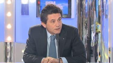 Henri de Castries estime que la France est perçue, à l'étranger, comme un pays peu accueillant pour l'investissement