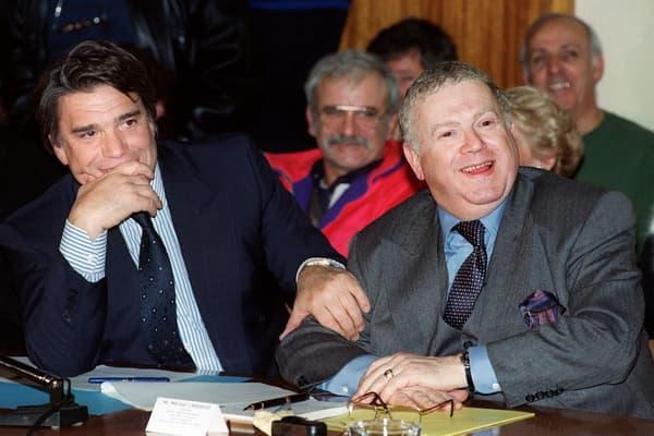La mitterrandie à la manœuvre? Bernard Tapie a toujours entretenu ses liens avec ses anciens collègues ministres. Ici le patron de l'OM avec Michel Charasse, conseiller de Mitterrand, le 8 mars 1993.