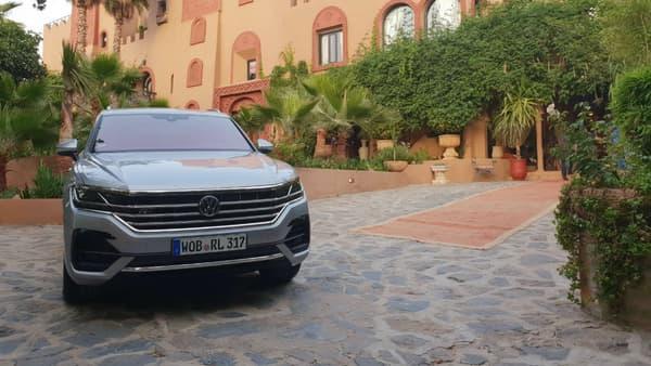 Au royaume des technologies embarquées, ce nouveau Touareg se fait une place de roi au sein du groupe Volkswagen.