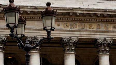 La Bourse de Paris a terminé mardi au-dessus des 4.100 points pour la première fois depuis le 26 septembre 2008, soutenue notamment par les valeurs automobiles. Le CAC 40 a fini sur un gain de 0,43% à 4.108,27 points. /Photo d'archives/REUTERS/Charles Pla