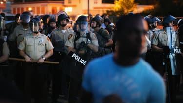 De nouvelles émeutes ont éclaté à Ferguson, dans le Missouri, mercredi soir, après la mort d'un jeune Afro-Américain le week-end dernier.